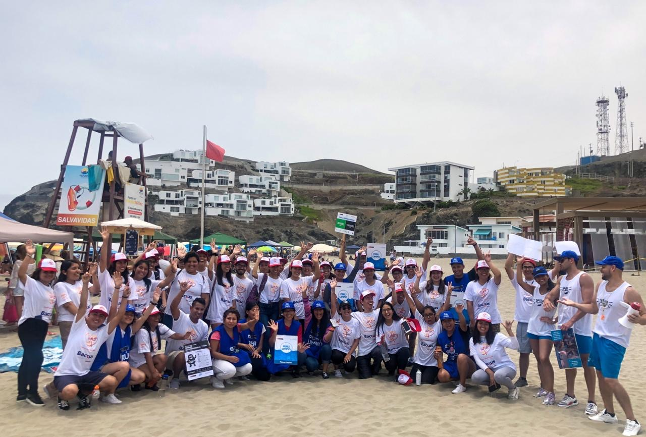 SAPUVET-PERU en representación de la Universidad Peruana Cayetano Heredia participo en la actividad de Salva Playas.